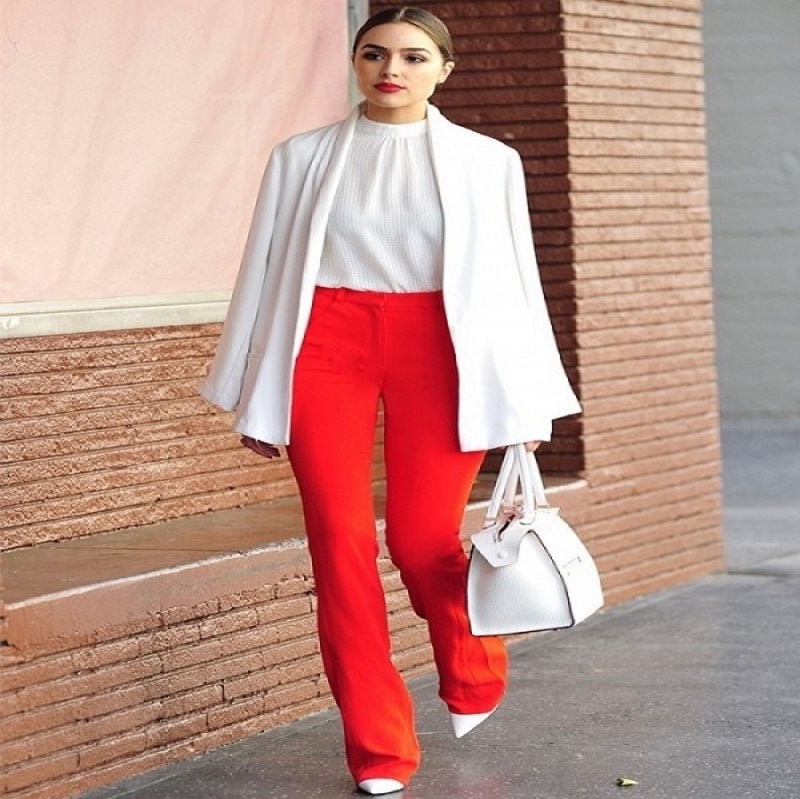 women red pants to the office
