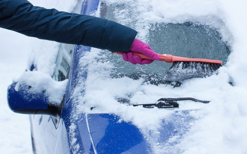 safe driving in winter with bad weather